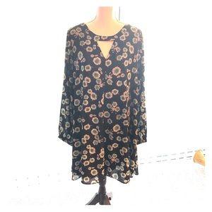 Express Long-Sleeved Keyhole Dress NWT 🖤